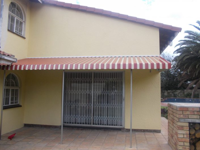 Another firm favourite is the retractable aluminium awning. Clients are offered custom-designed options to fully utilise outdoor living rooms.