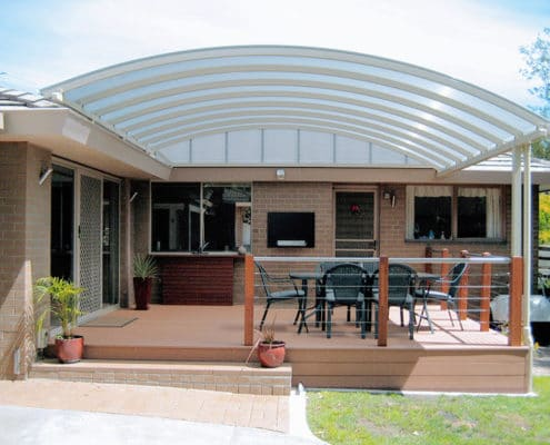 Polycarbonate sheeting is manufactured to tolerate temperatures see-sawing from -40C to 120C