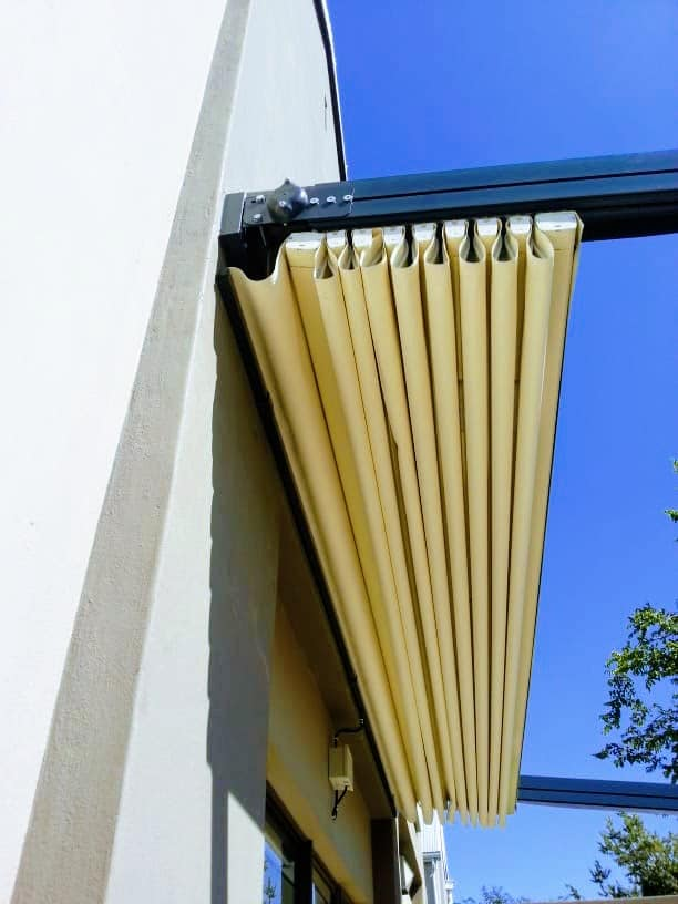 Good Reasons to Install Retractable Awnings